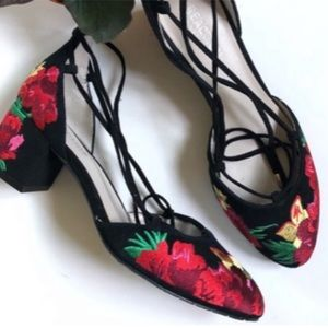 Kenneth Cole Black Floral Embroidered Pump LACE UP